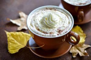 Kaffee mit Sahnehaube